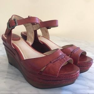 Frye Carlie Seam Burnt Red Leather Wedge Sandals